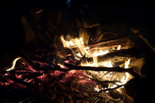 campo invernale fuoco