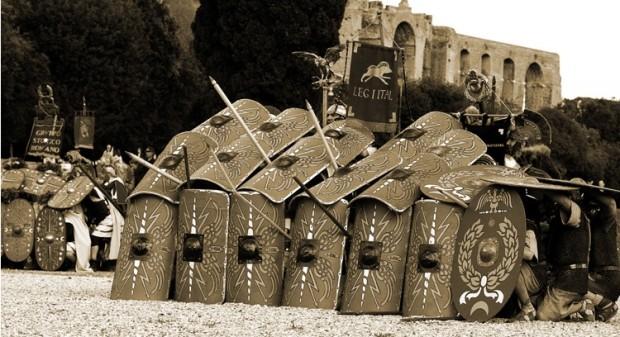 muro di scudi legione esercito guerra combattimento  militanza