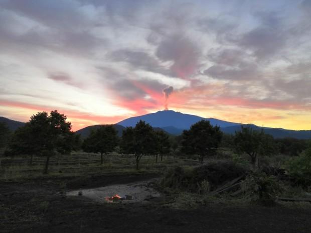 etna-vulcano-alba-campo-tradizione